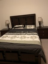 Queen bed set with mattress in Bolingbrook, Illinois