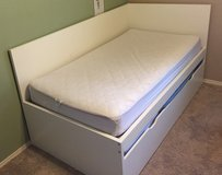 Twin-size bed w/trundle & dresser in Alamogordo, New Mexico