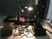 SINGER FEATHERWEIGHT SEWING MACHINE (1951) in Kingwood, Texas