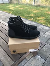 Black Kids Unisex UGG boots size 6 in Ramstein, Germany