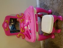 Princess vanity, make up beauty table play set in Naperville, Illinois