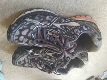 Size 8 Brooks running shoes in San Antonio, Texas