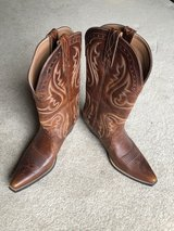 Women's Ariat boots in Aurora, Illinois