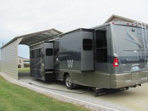 2005 Winnebago Adventurer Motor Home in Fort Campbell, Kentucky