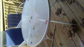 Patio table & chairs in Clarksville, Tennessee