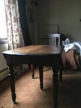Drop leaf table and chairs set in Joliet, Illinois