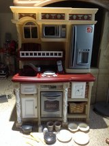 Step 2 kitchen set and accessories in Clarksville, Tennessee