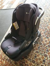 4moms self installing car seat in Fort Leonard Wood, Missouri