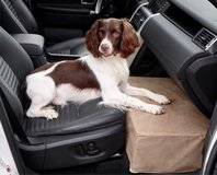 Orvis front seat extender for dog in St. Charles, Illinois