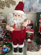 Santa statue in Fairfield, California