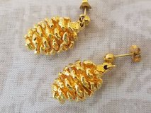 """$3.00 Gold Dangling Pine Cone Earrings - Length 1"""" PreWorn, LOOKS NEW - EXcellent Condition  Smo... in Leesville, Louisiana"""