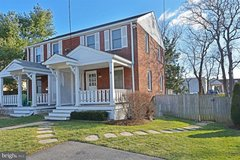 Duplex: Across the street from Metro (7 stops to Pentagon/10 miles to Ft. Belvoir) in Waldorf, Maryland