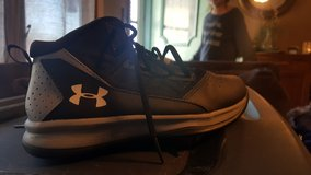 High top shoes size 2 in Fort Leonard Wood, Missouri