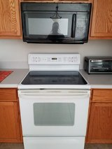 Stove, fridge, microwave in Phoenix, Arizona