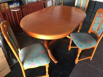 Dining Table and 8 Chairs in Wiesbaden, GE