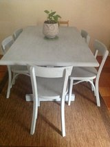 Kitchen/dining table in Alexandria, Louisiana