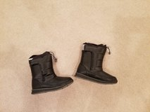 Lands End Youth Size 4 Snow Boots in Naperville, Illinois