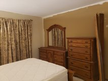 6 Piece Oak Solid Wood Bedroom Set in St. Charles, Illinois