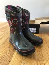 Girl size 4 Bogs boots in Lockport, Illinois
