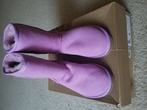 Size 6 short Brand New Uggs in San Antonio, Texas