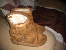 Size 13 girls boots in Fort Campbell, Kentucky