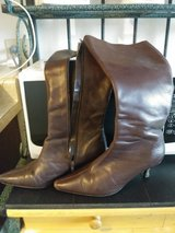 Women's BROWN Size 6.5 Knee-High BOOTS in Travis AFB, California