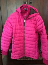 Women's Brigh Pink NORTH FACE Winter Coat Size M (size 6) in Plainfield, Illinois