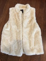 Girls GAP Faux Fur Vest Size 13-14 (XXL) in Glendale Heights, Illinois