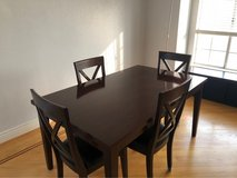 dining room table and 4 chairs in Vacaville, California