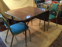 Vintage Kitchen table w/ two chairs in St. Charles, Illinois