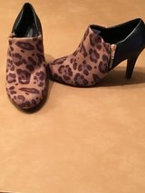 Booties sz 5 in Alamogordo, New Mexico