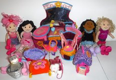 Groovy Girls Vanity ~ Dog House & bed ~ 3 Dogs ~ Cat ~4 Dolls in Naperville, Illinois