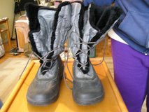 QUARK LINED BOOTS WOMEN'S SIZE 10 in Naperville, Illinois