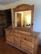 Queen 5 piece bedroom set in Westmont, Illinois
