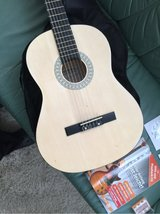 guitar in mint condition in Ramstein, Germany