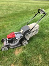 HONDA HRX217 LAWN MOWER FEW YEARS OLD NEW STYLE HANDLE COMES WITH BAG AND SERVICE MANUAL in Sandwich, Illinois