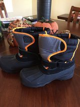 Winter boots SZ 6 youth in Oswego, Illinois