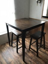 Dining Table (bar height) w/stools in Fort Polk, Louisiana