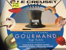 LE CREUSET GOURMAND TOP TABLE FONDUE SET in Lakenheath, UK