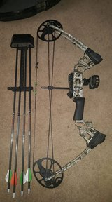 "Left handed Mission ""Craze"" by Mathews Bow with accessories in Fort Leonard Wood, Missouri"