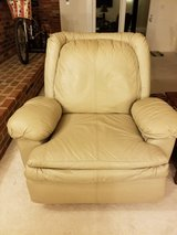 Lazyboy Leather Recliner in Quantico, Virginia