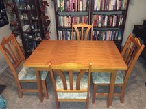 table and 4 chairs in Fairfield, California