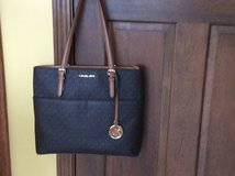 Michael Kors Purse/ bag  trendy( very new, used it a few times) in St. Charles, Illinois