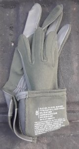 Flight gloves, size 8 in bookoo, US