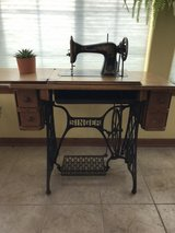 1910 Antique Singer Sewing Machine in Morris, Illinois