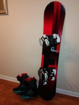 Snowboard w/bindings and boots in Oswego, Illinois