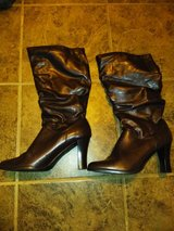 Size 9 brown boots in bookoo, US