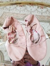 Good Condition - Ballet Shoes - Girl's Size 5 and 1/2 - No Rips in Chicago, Illinois