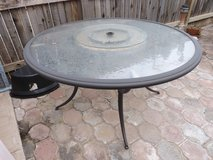 Round dining deck table in Alamogordo, New Mexico