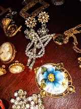 large lot costume jewelry vintage/ antique in Cherry Point, North Carolina